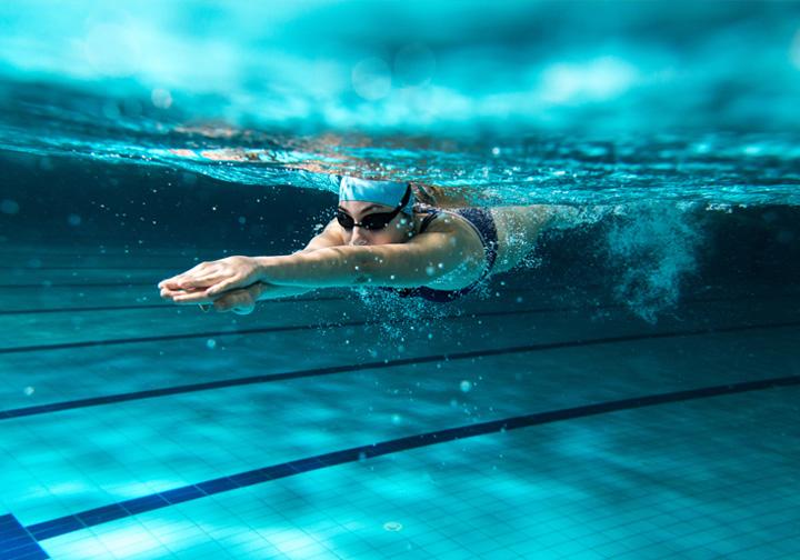 Nadar, quemar calorías y vencer los límites